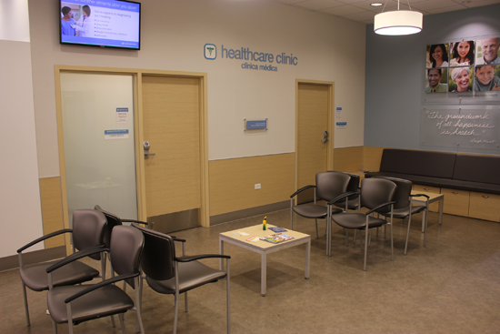 healthcare-clinic-at-walgreens-farmacia