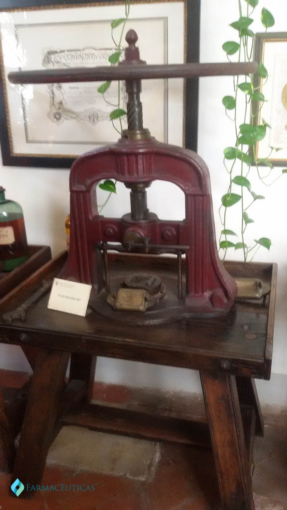 Antiga prensa para imprimir o sabonete usado no ano de 1800.